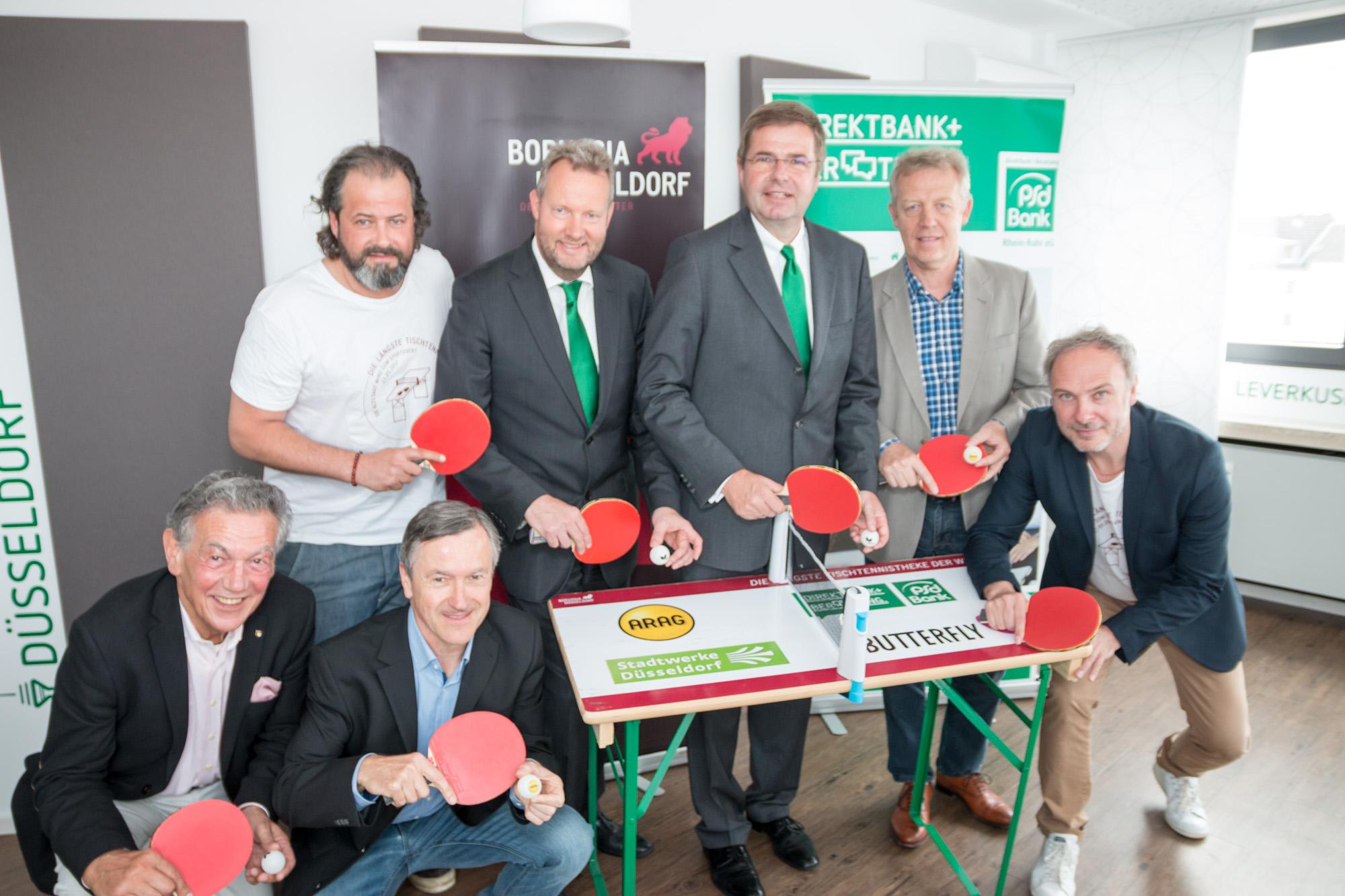 """Pressekonferenz bei der PSD Bank zum Thema """"Die längste Tischtennistheke der Welt"""" in Düsseldorf"""